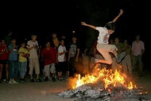 ritual para saltar la hoguera en la noche de san juan